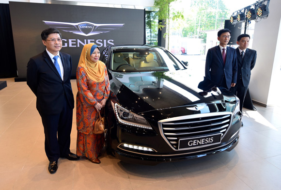 HYUNDAI REDEFINES LUXURY DRIVING WITH THE LAUNCH OF ITS ALL-NEW GENESIS