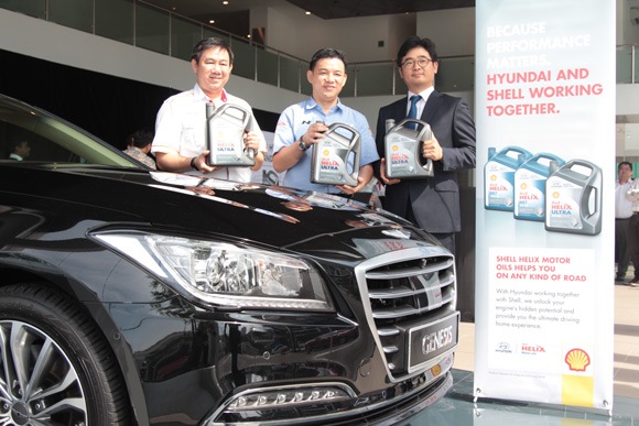L to R - Mr Leslie Ng, Mr Lau Yit Mun and Mr Ahn Joon Moo with the newly launched Shell-Hyundai Engine Oils